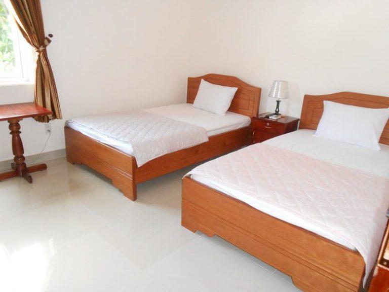giường khách sạn gỗ tự nhiên