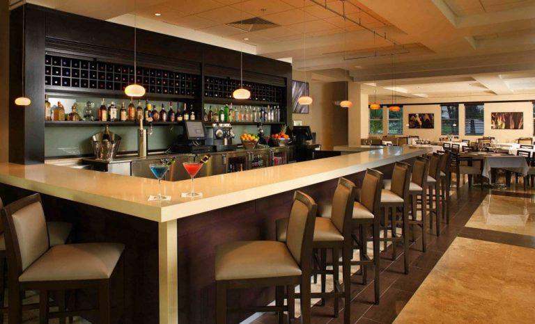 quầy bar khách sạn mặt đá