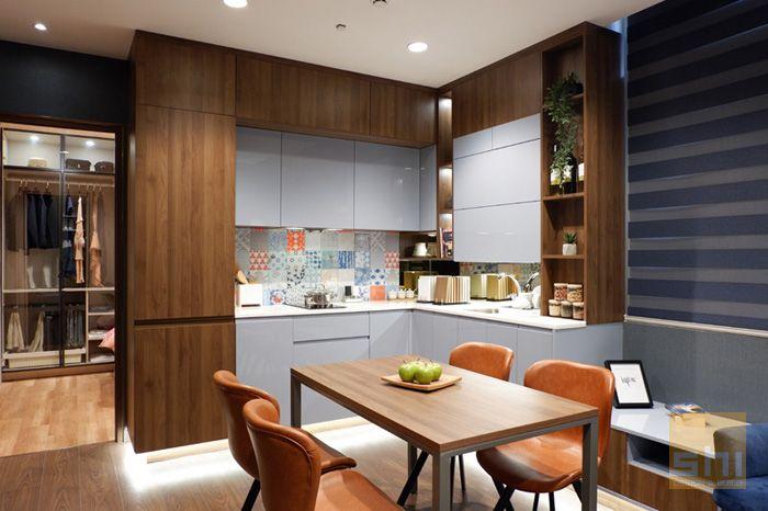 Tủ bếp chữ l phủ acrylic cho căn hộ nhỏ - hình 01