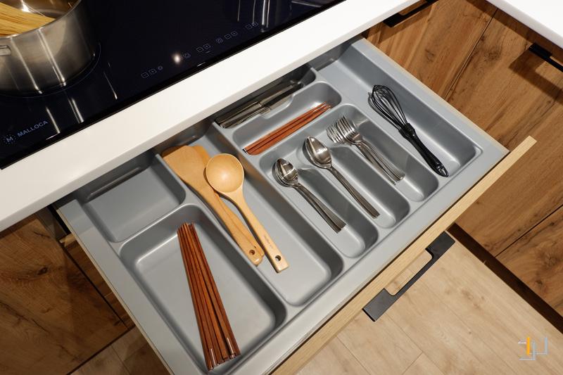 Khay chia muỗng nĩa tủ bếp