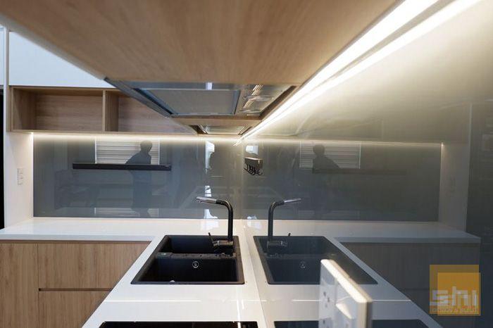 Mẫu tủ bếp mdf phủ melamine cho căn hộ nhỏ - 2.550.000đ/md - hình 03