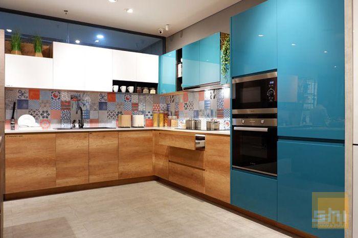 Mẫu tủ bếp dưới phủ melamine kết hợp bếp trên phủ acrylic sang trọng - hình 01