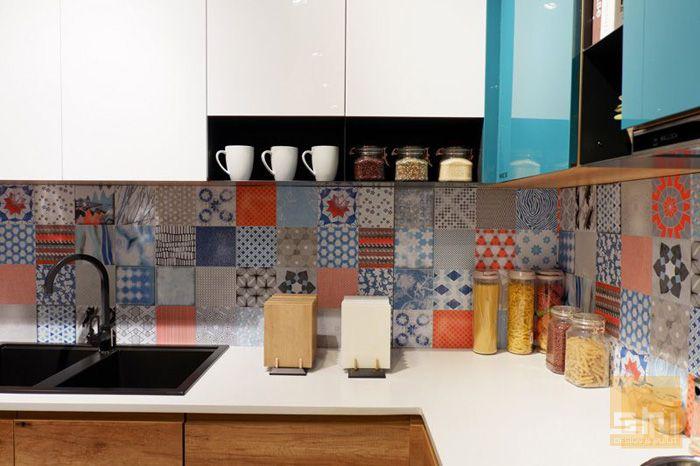 Mẫu tủ bếp dưới phủ melamine kết hợp bếp trên phủ acrylic sang trọng - hình 03