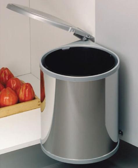 thùng rác được bố trí trong tủ bếp melamine