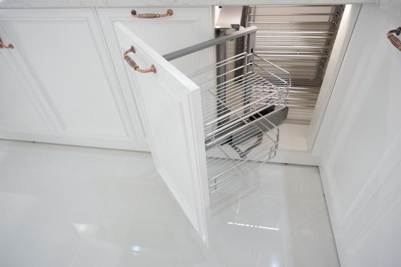 Kệ liên hoàn được sử dụng trong tủ bếp sơn 2k đẹp