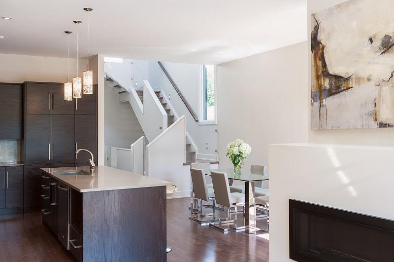 Tầm nhìn từ phòng khách trong thiết kế nội thất biệt thự song lập