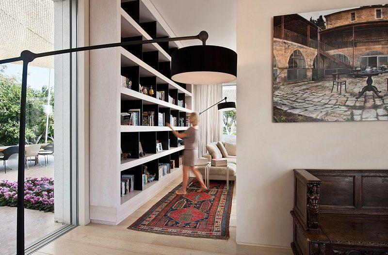 Đèn sàn đứng trong thiết kế nội thất biệt thự hiện đại