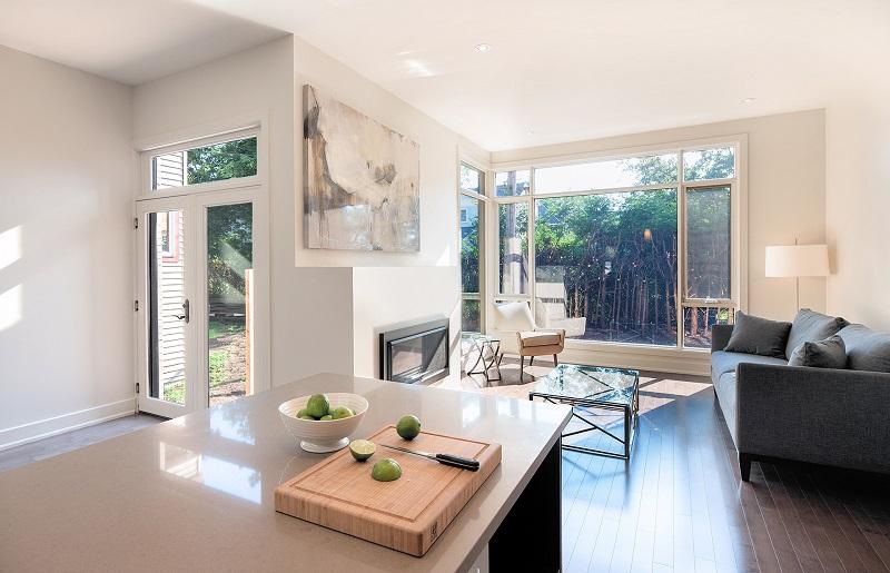 Phòng khách view sân vườn tron thiết kế nội thất biệt thự song lập