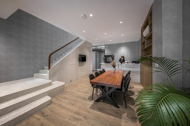 Sảnh tầng trệt trong thiết kế nội thất biệt thự liền kề