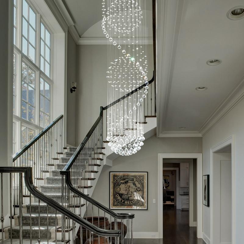 Đèn chùm thông tầng cầu thang