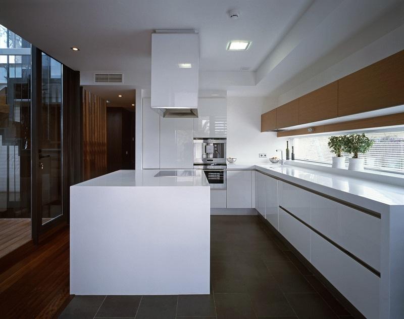 Bếp tiện nghi trong thiết kế nội thất biệt thự song lập