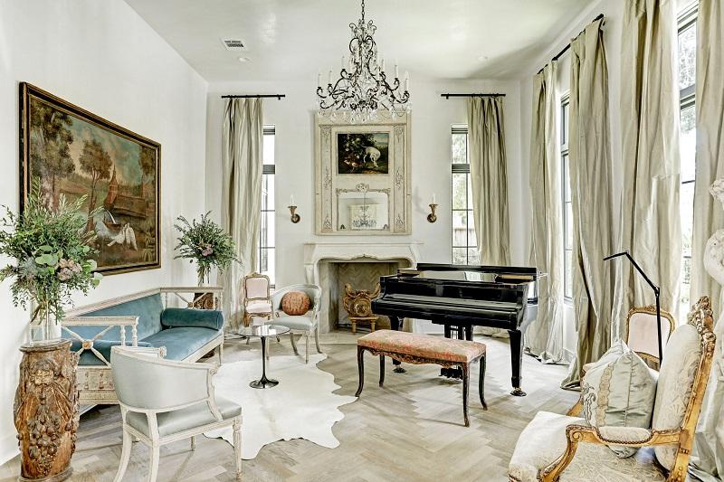 Phòng khách biệt thự mang hơi hướng cổ điển Pháp