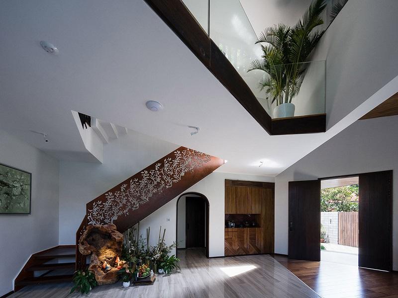 Cầu thang điêu khắc trong thiết kế nội thất biệt thự hiện đại