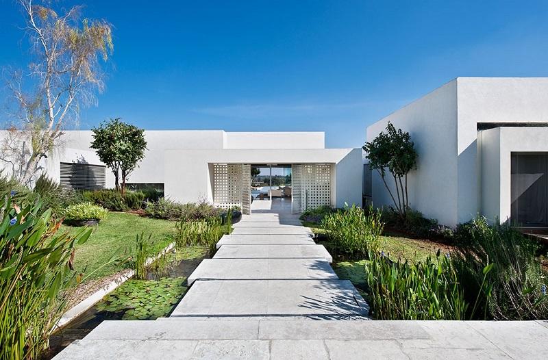 Lối đi lát đá trong thiết kế nội thất biệt thự hiện đại