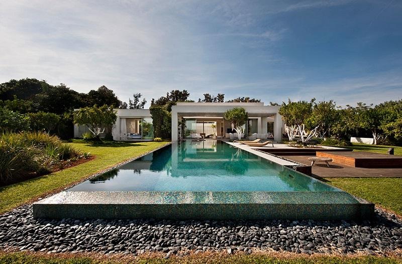 Hồ bơi vô cực trong thiết kế nội thất biệt thự hiện đại