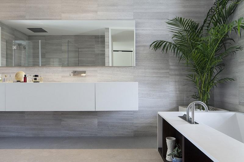 Cây xanh là yếu tố không thể thiếu trong nội thất phòng tắm của căn biệt thự