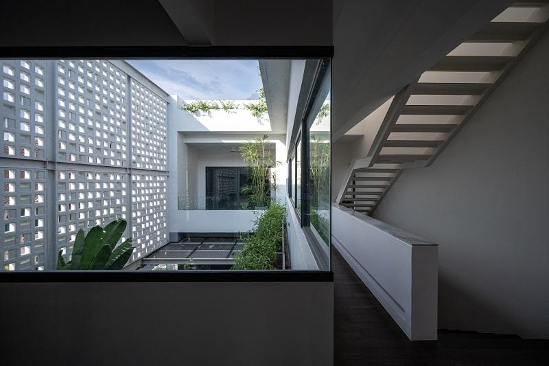 Hành lang thoáng đãng trong thiết kế nội thất biệt thự liền kề