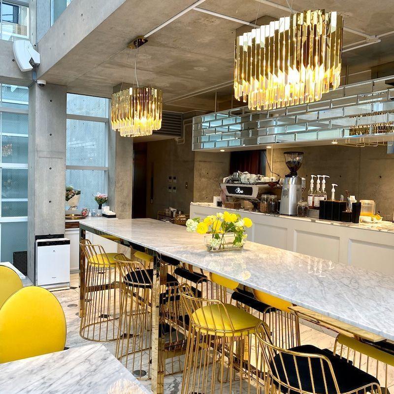 Thiết kế nội thất quán cà phê lấy tông trắng làm chủ đạo