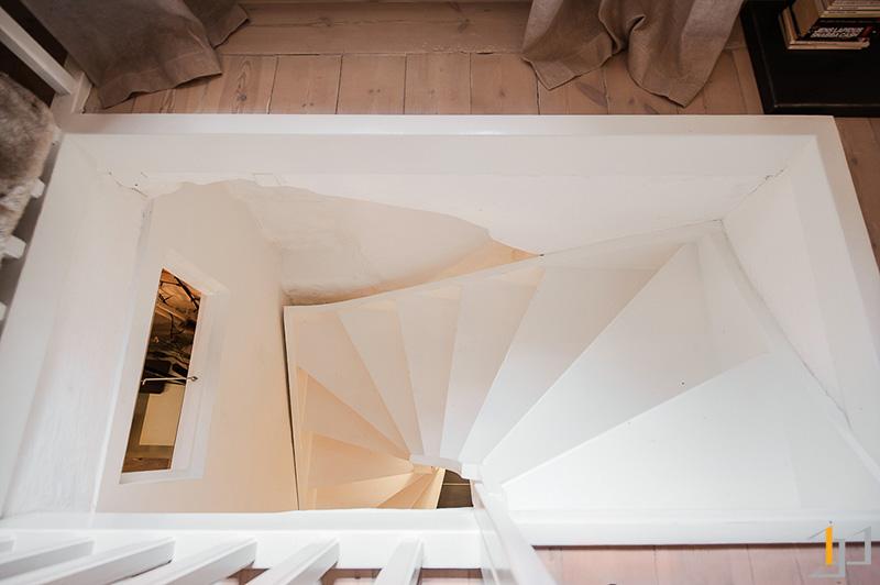 10-White-stairwell