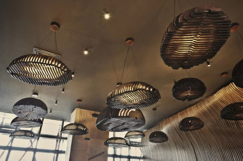 Mô hình hạt cà phê treo lơ lửng trên trần nhà