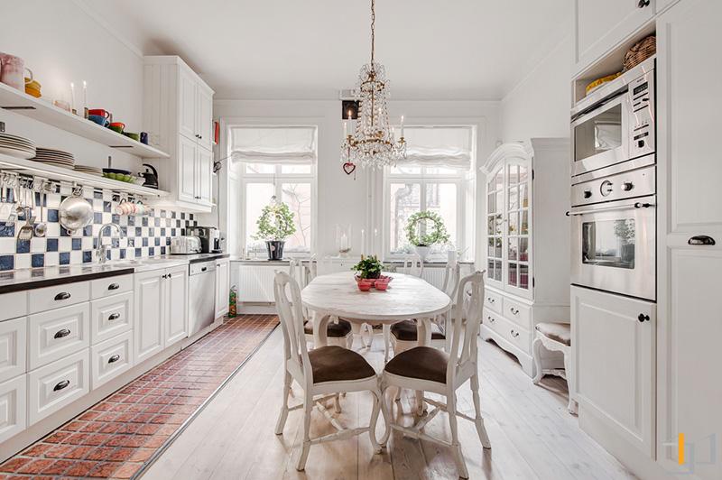 4-Classic-white-kitchen-diner