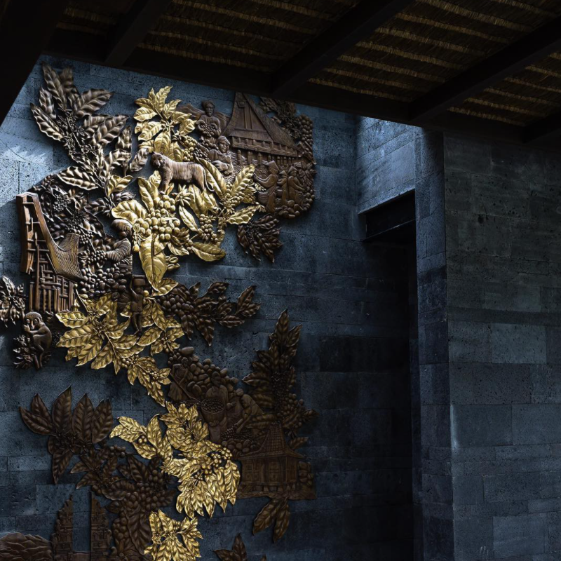 Trang trí mảng tường đá bằng hoa văn trạm khắc độc đáo