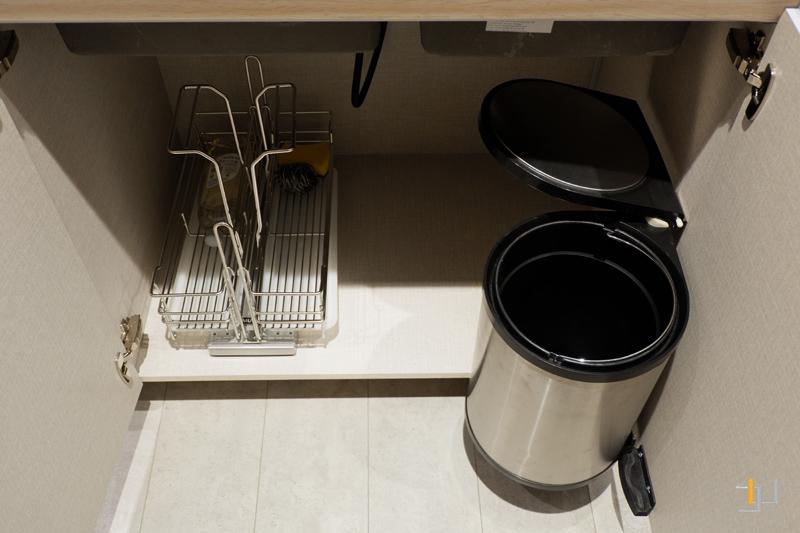 Kệ đựng chai lọ, tẩy rửa – thùng rác thông minh tủ bếp acrylic