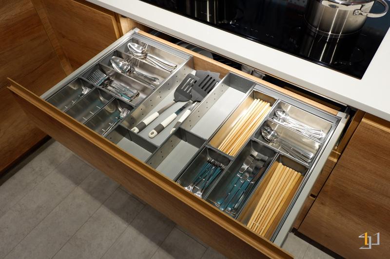 Khay chia muỗng nĩa thông minh tủ bếp