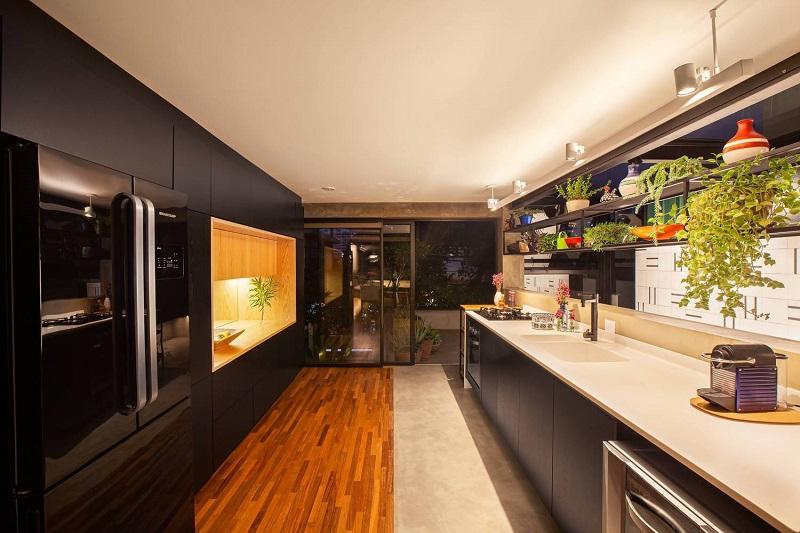 Thiết kế nội thất bếp cho nhà ống có cửa thông gió