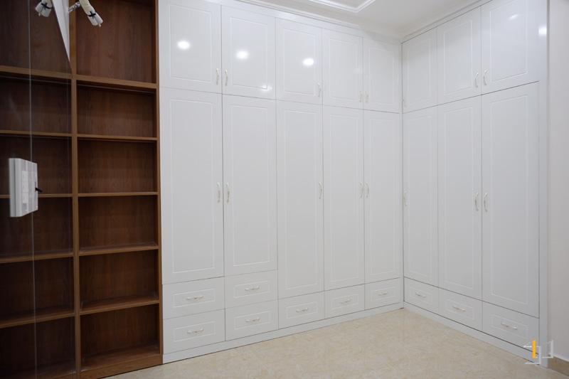 Thi công nội thất hoàn thiện kệ âm tường