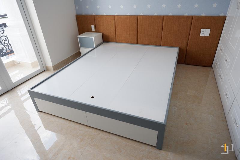 Thi công nội thất hoàn thiện giường ngủ phòng con trai