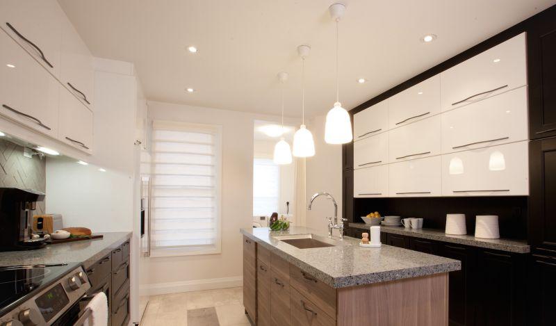 Thiết kế nội thất bếp có hệ thống ánh sáng đa dạng