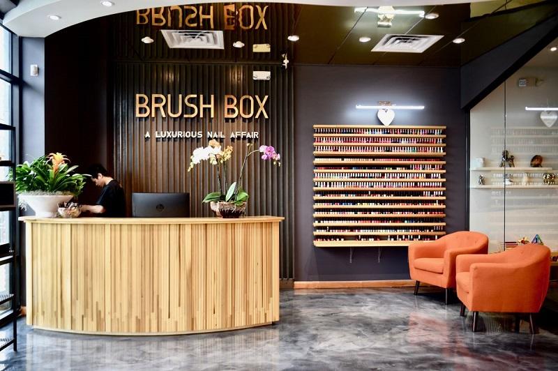 Thiết kế nội thất tiệm nail có cách trưng bày nước sơn ấn tượng