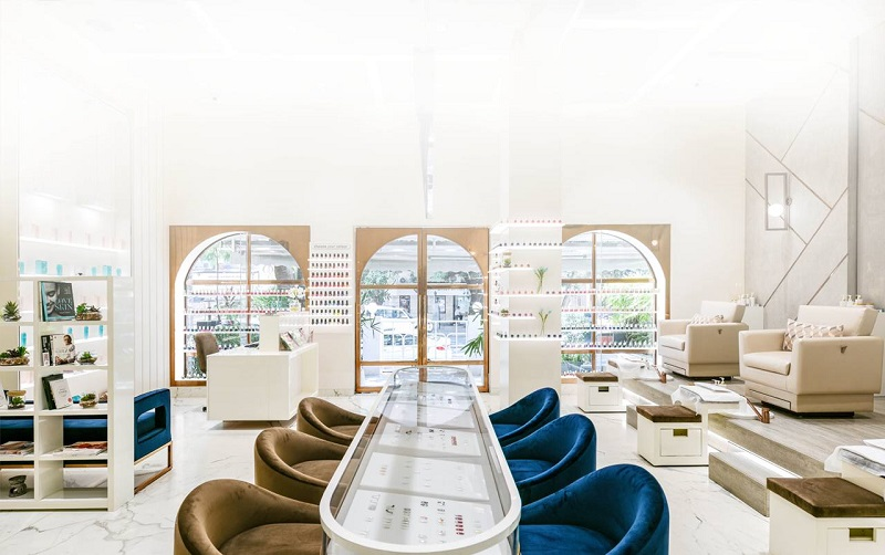 Nail salon hiện đại và sang trọng