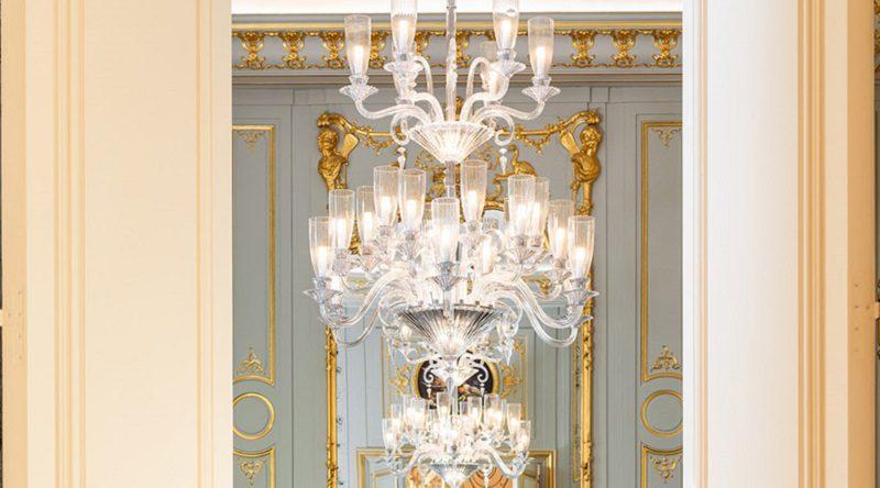Đèn chùm pha lê đẹp mắt cho nội thất phòng khách cổ điển