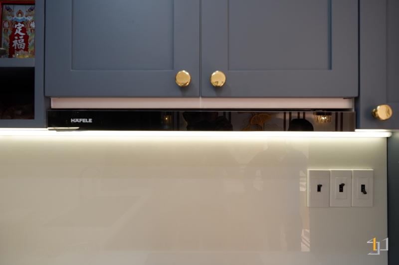 Hệ thống đèn lắp đặt trong tủ bếp