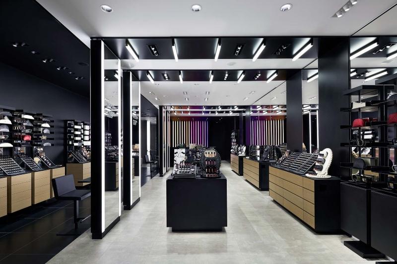 Cửa hàng mỹ phẩm hiện đại đẹp