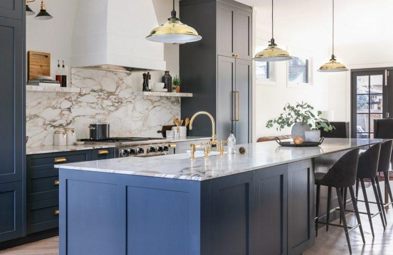 Tủ bếp gỗ tự nhiên sơn 2k màu xanh lam