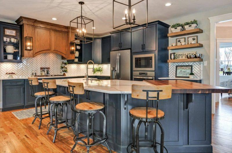 Quầy bar bên trong không gian bếp cổ điển