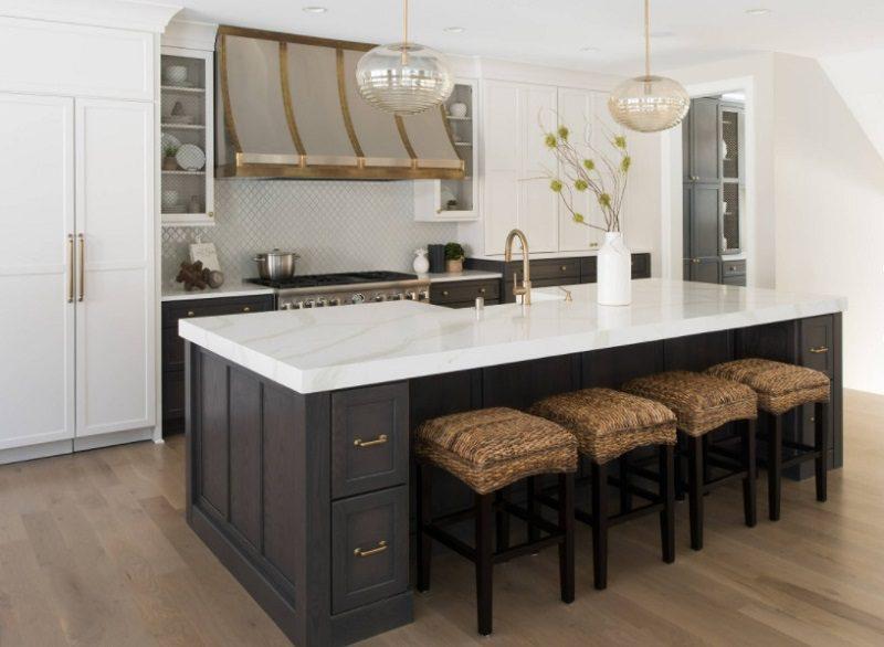 Tủ bếp gỗ tự nhiên có cặp màu tương phản