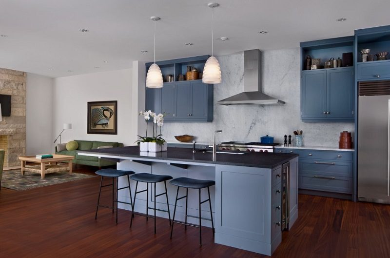 Thiết kế bếp đồng bộ với sắc xanh lam