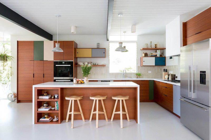 Điểm nhấn màu rực rỡ cho tủ bếp