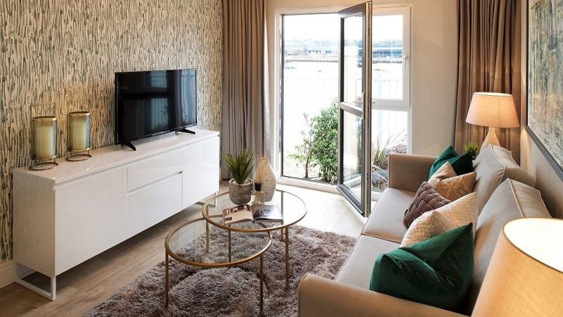 Trang trí nội thất phòng khách nhỏ với họa tiết giấy dán tường