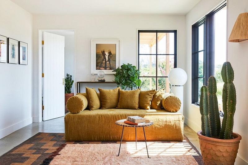 Trang trí nội thất phòng khách nhỏ với ánh sáng đa dạng