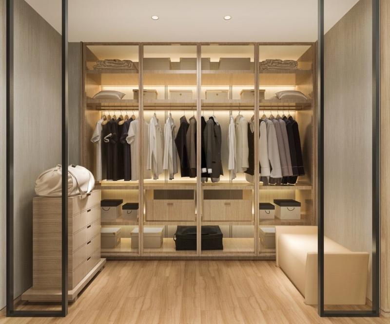 Phòng thay đồ tông màu nâu gỗ sáng